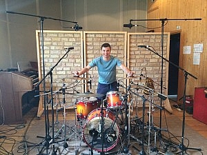 Евгений Снурников перед за 5 минут до записи нового альбома